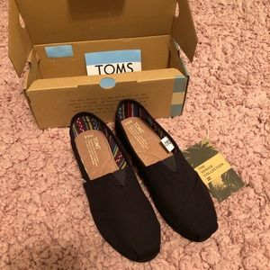 brand new black on black TOMS size 8.5